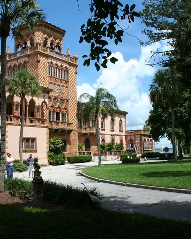 the-palatial-winter-home-of-john-and-mable-ringling-in-sarasota--florida