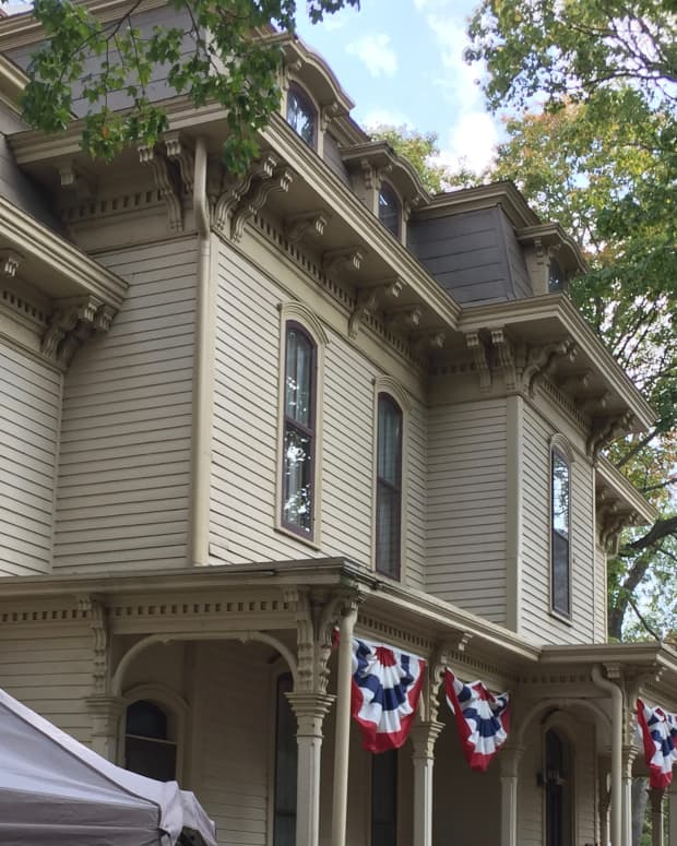 the-ch-moore-homestead-dewitt-county-museum-in-clinton-illinois-doorway-to-history