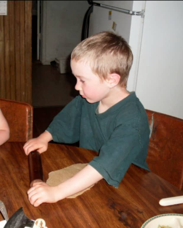 using-bread-dough-before-playdough-encouraging-creativity-with-a-purpose