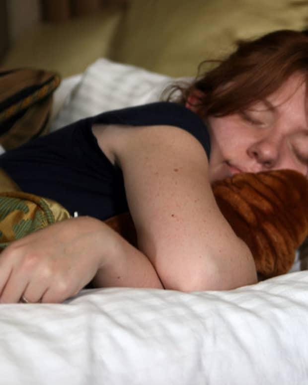 vibrating-pillow-alarm-clock