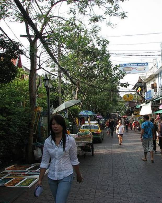 Entrance to Soi Rambuttri on Thanon Chakrabongse