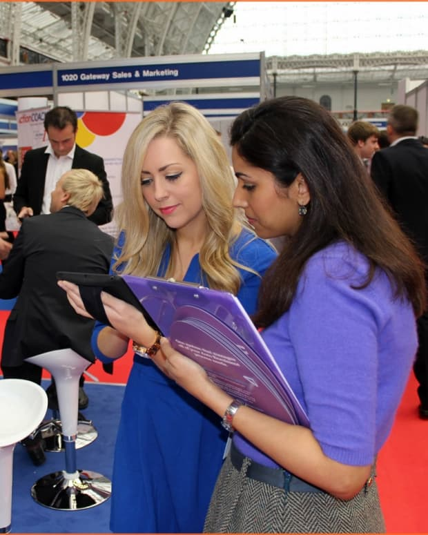 pop-up-display-stand-exhibition-stand-staffing-and-training