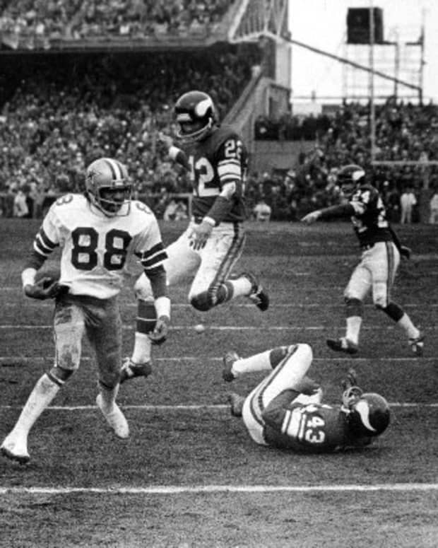 """Drew Pearson catching the """"Hail Mary""""."""