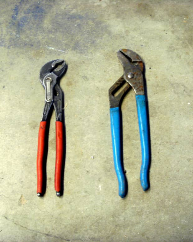 Knipex (red) and other brand (blue) of water pump pliers.