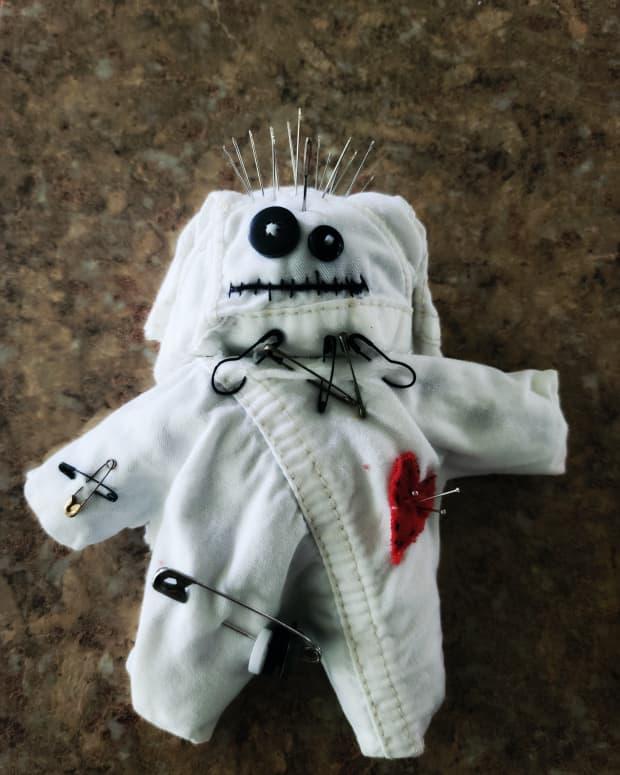 voodoo-doll-pin-cushion