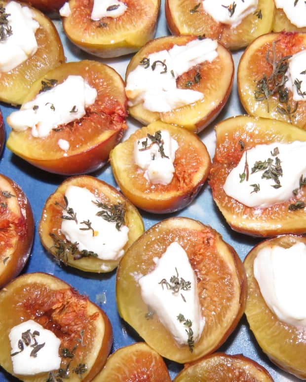 roasted-figs-with-goat-cheese-and-thyme