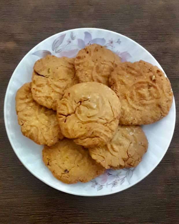 traditional-indian-dry-sweet-for-festivals-thekua-or-khajur-recipe