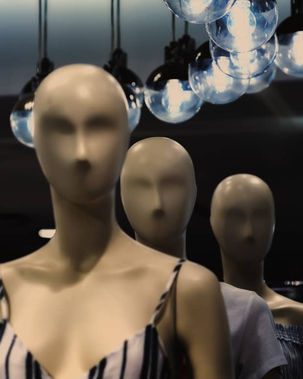 they-seem-so-real-true-accounts-of-living-mannequins
