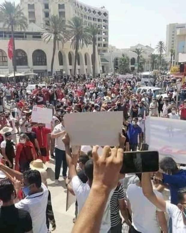 how-new-political-war-start-in-tunisia