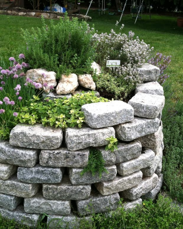 how-to-build-an-herb-spiral