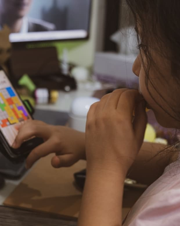 summer-holiday-screen-time-how-to-protect-your-little-ones-from-digital-eyestrain