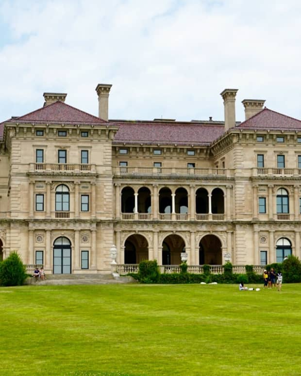 visiting-the-breakers-mansion-a-glimpse-at-newports-gilded-age