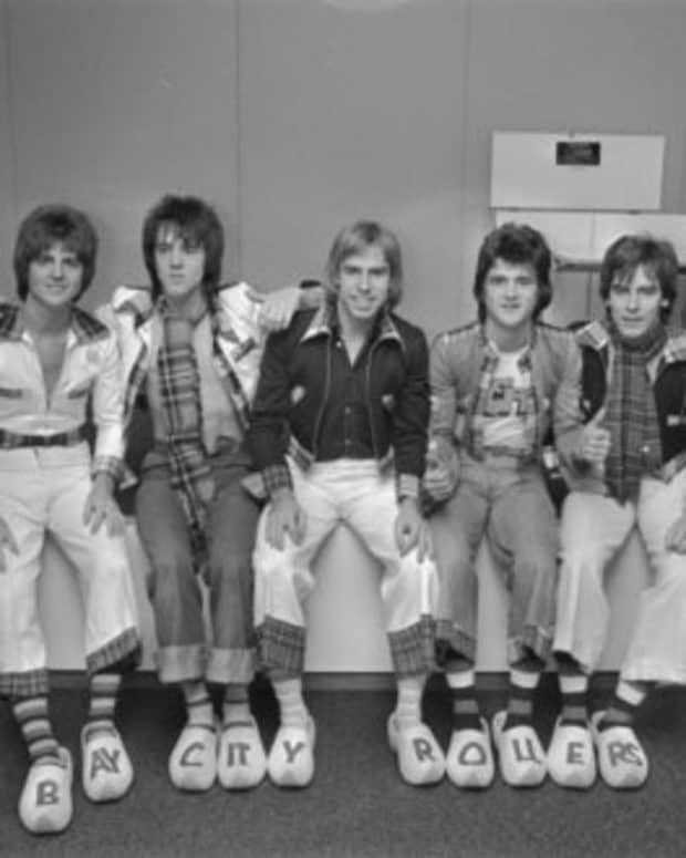 1975-bestselling-singles