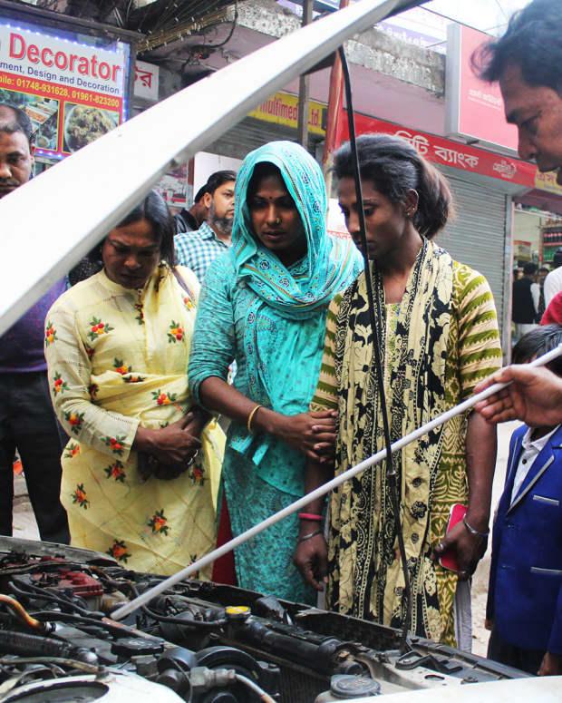 third-gender-aid-by-pathway-in-bangladesh