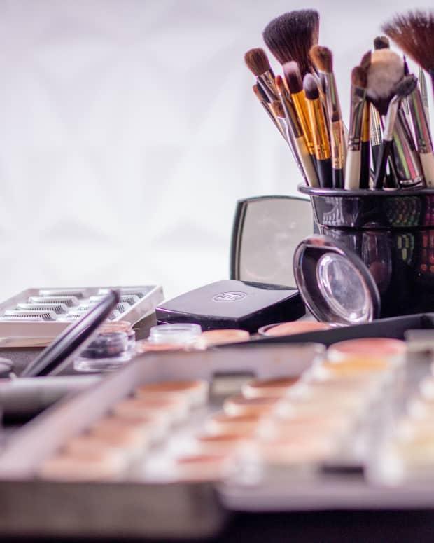 makeup-for-beginners-list-makeup-kit-essentials