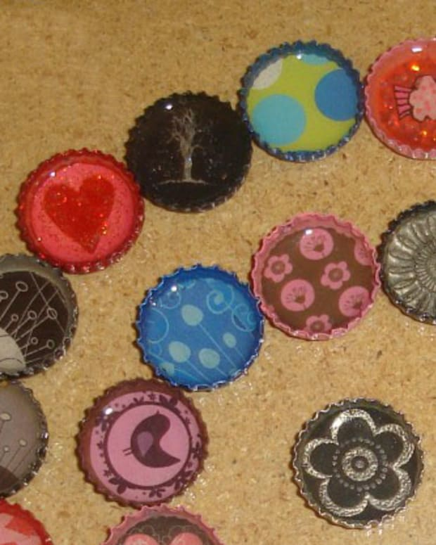 how-to-make-bottle-cap-pendants