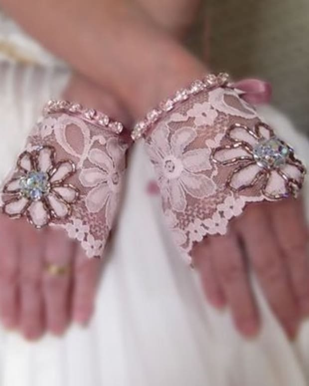 -how-to-make-fingerless-lace-gloves