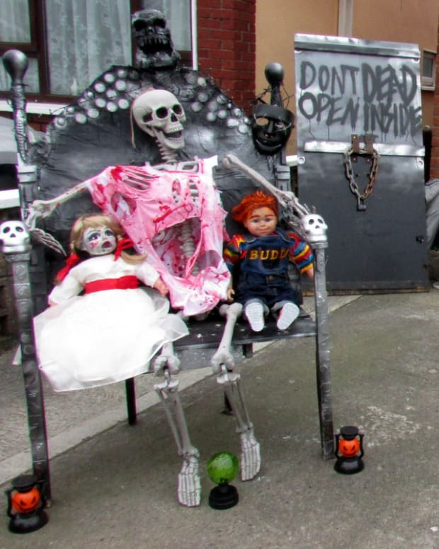 halloween-diy-displays-how-to-make-a-scary-evil-buddi-chucky-doll-for-your-halloween-yard-display