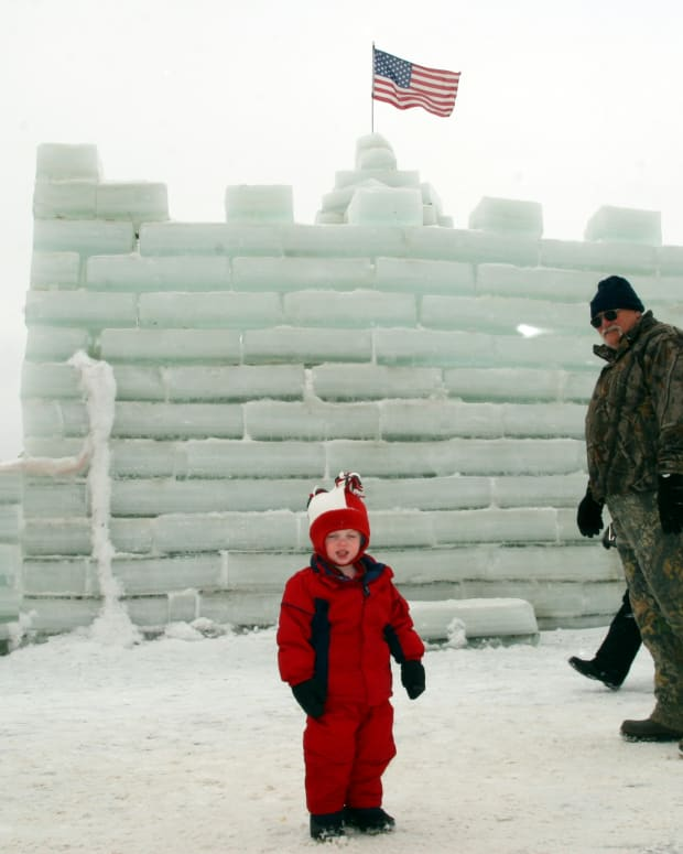 the-mayville-ice-castle-a-festival-in-mayville-ny