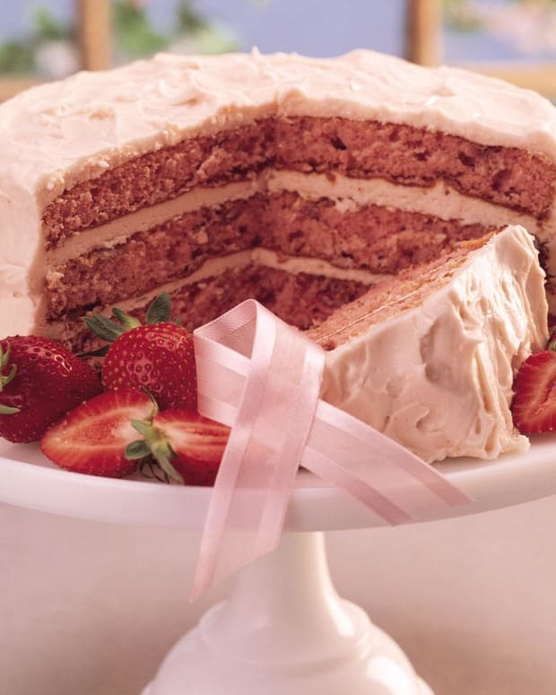 fresh-strawberry-triple-layer-cake