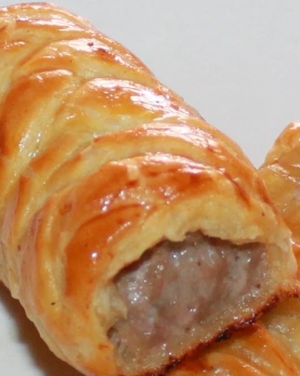 how-to-make-sausage-rolls-a-deliciously-easy-recipe-with-pictures