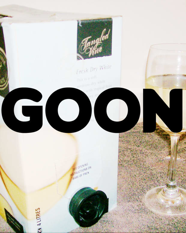 australias-most-famous-drink-goon-backpacker-travel-drink-alcohol