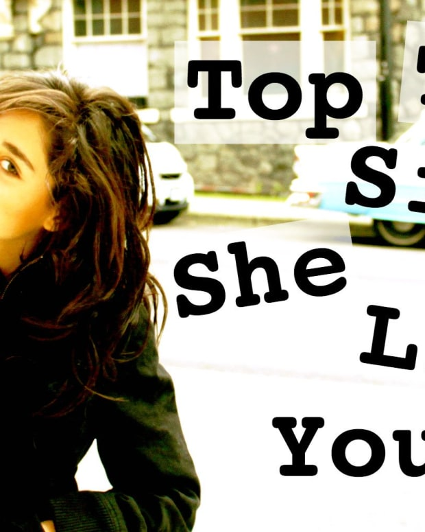 top-10-signs-that-she-wants-you