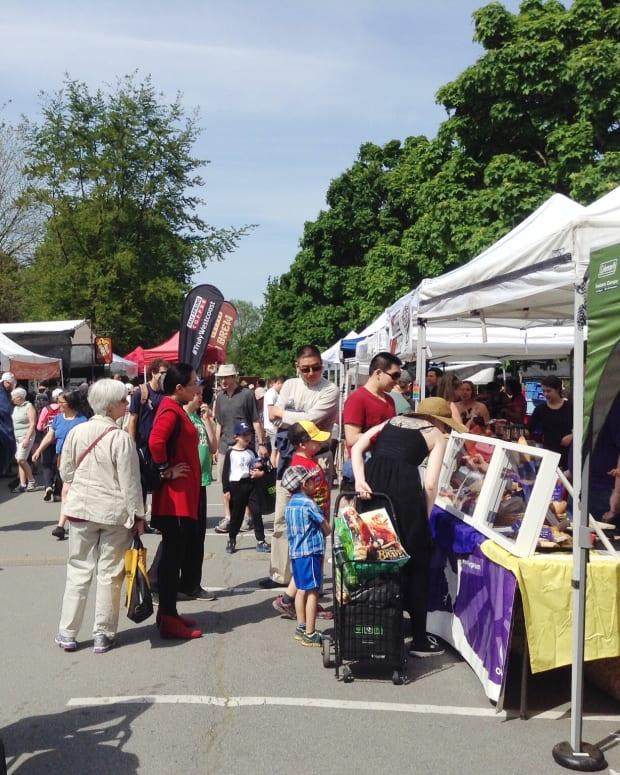 trout-lake-farmers-market-in-john-hendry-park-east-vancouver