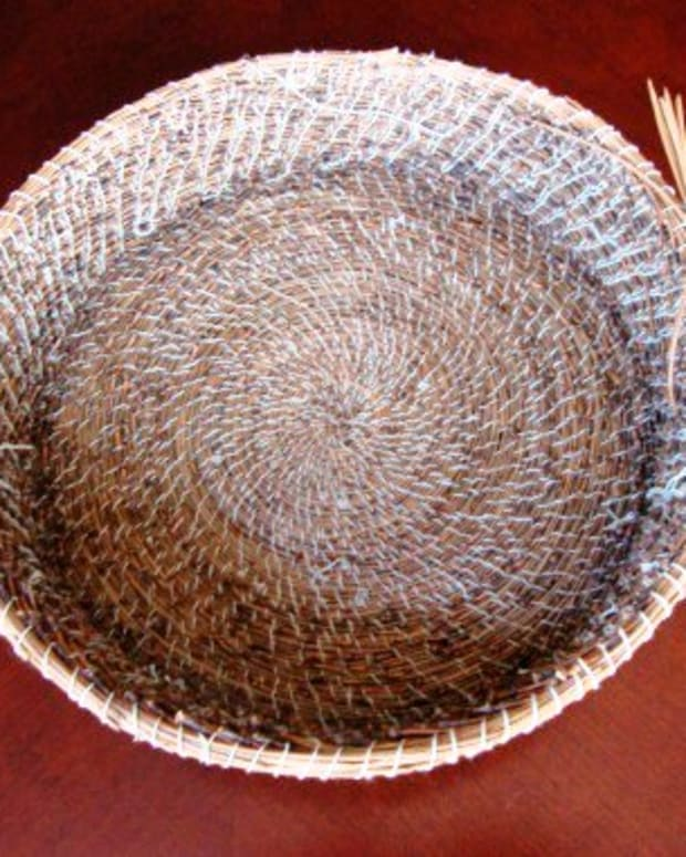 making-my-second-pine-needle-basket