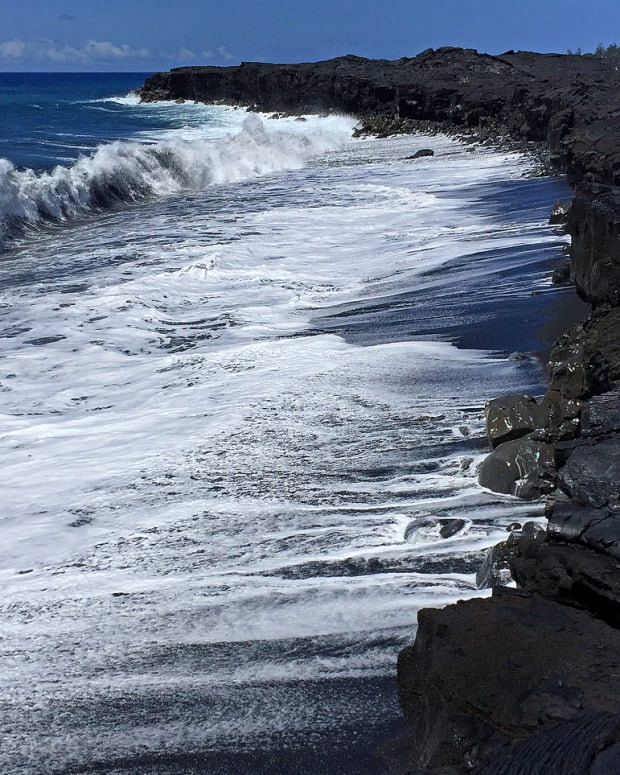 hidden-hawaii-spectacular-new-kaimu-black-sand-beach-in-kalapana-on-the-big-island