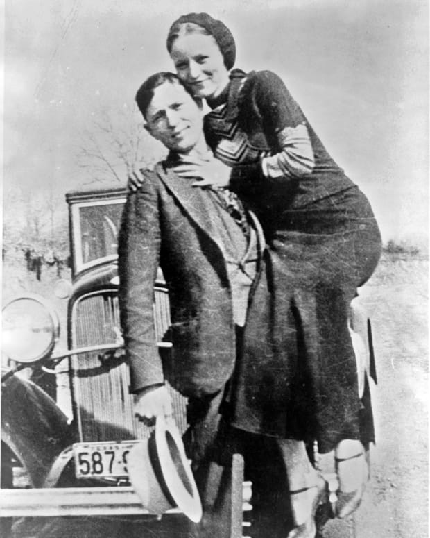 a-tale-of-bonnie-and-clyde-bank-robbery-poteau-oklahoma