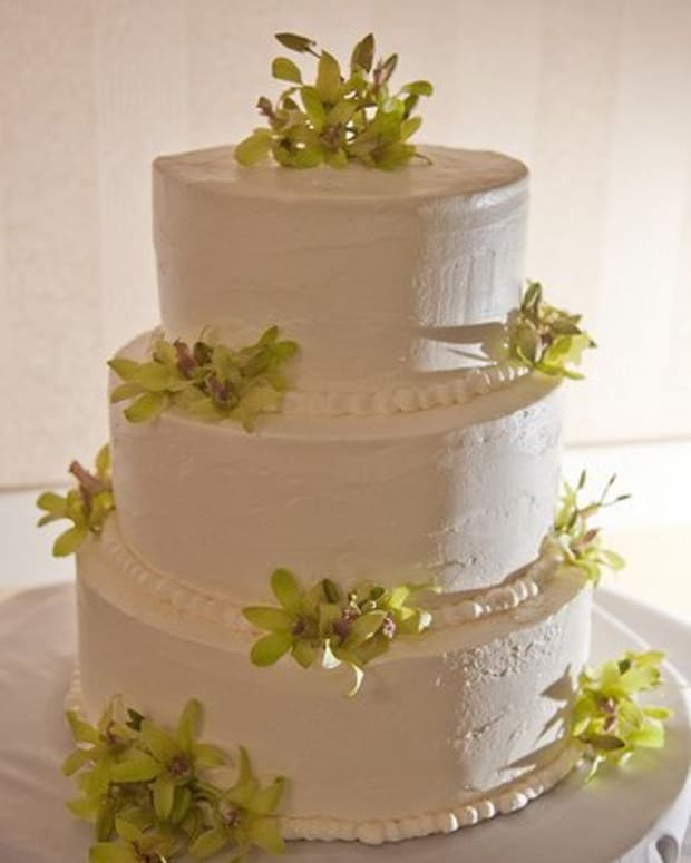 brides-wedding-cake-frosting