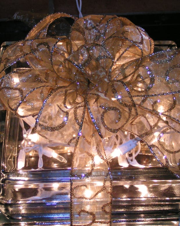 glass-block-christmas-present-decoration