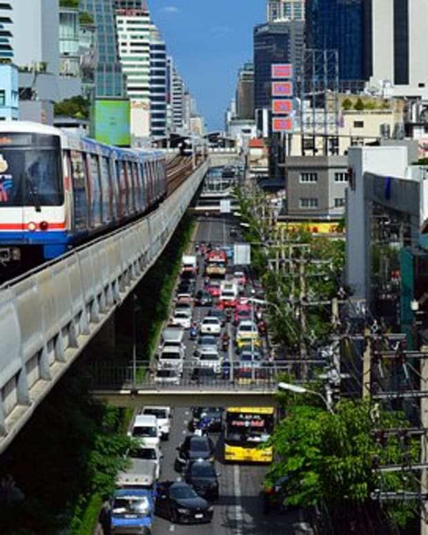 mass-transit-in-bangkok-pros-and-cons-of-taking-the-skytrain