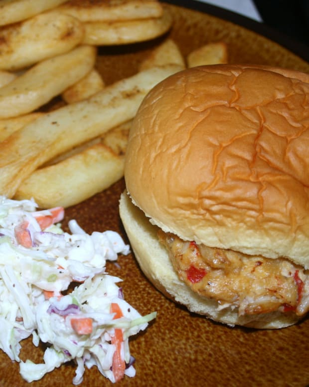 family-friendly-crab-cakes-fries
