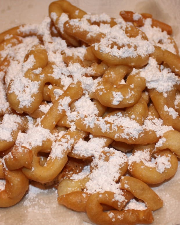 carnival-style-funnel-cakes-at-home