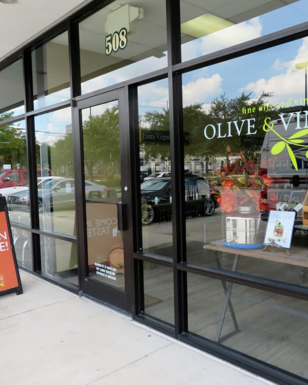 premier-shop-in-citycentre-houston-olive-and-vine