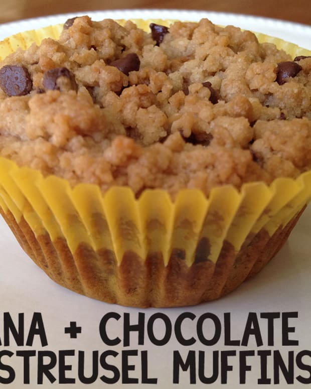 banana-chocolate-chip-streusel-muffins