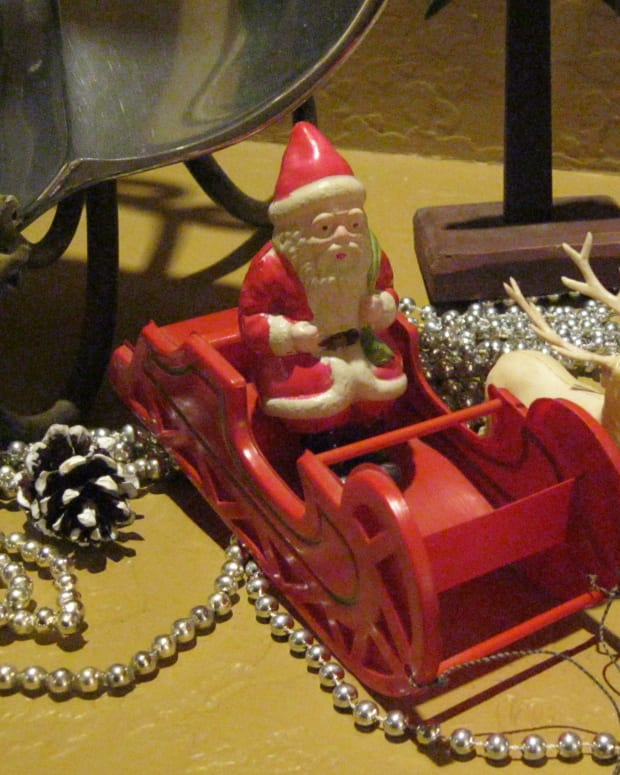 a-very-vintage-christmas-decorating-with-antiques-and-collectibles