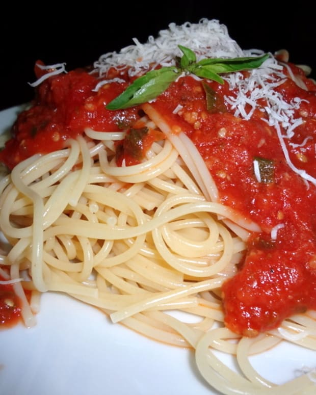 italian-spaghetti-sauce-made-with-garden-fresh-tomatoes