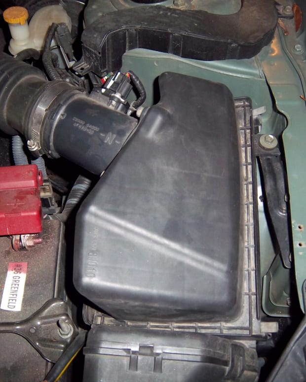 how-to-replace-the-engine-air-filter-in-a-2006-nissan-altima-step-by-step-with-pictures