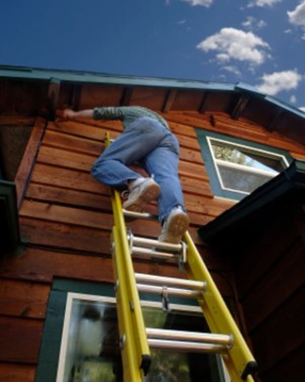 painting-your-house-exterior-using-ladders