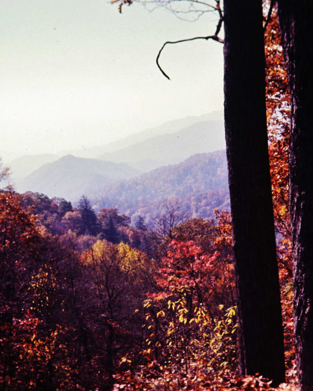 photos-of-the-smokey-mountains-in-autumn-vacation-in-gatlinburg-tennessee