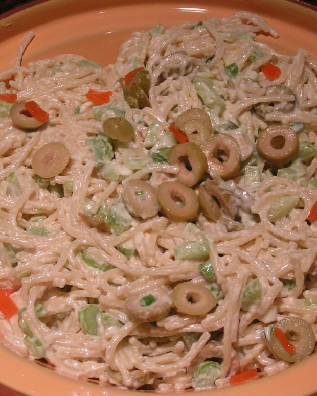 spanish-olive-pasta-salad-and-10-other-vegetarian-pasta-salad-recipes