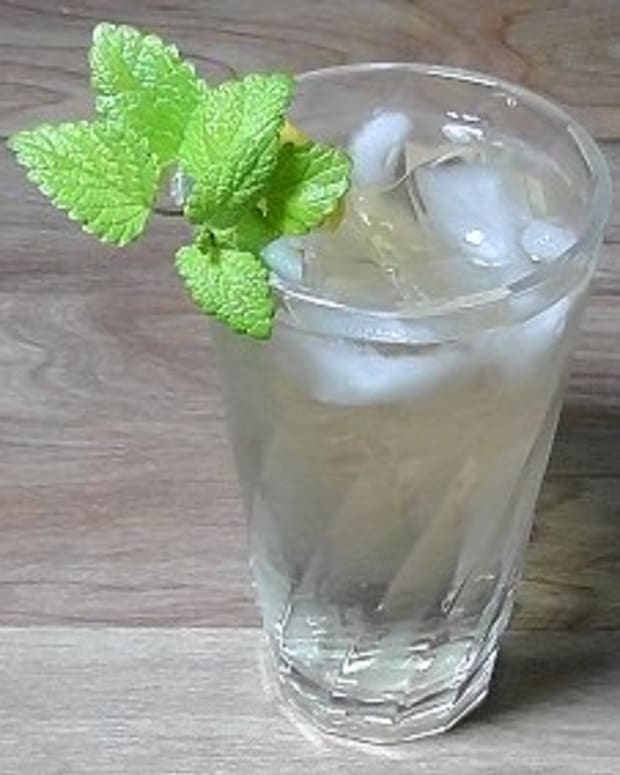 recipe-for-fresh-iced-lemon-balm-tea