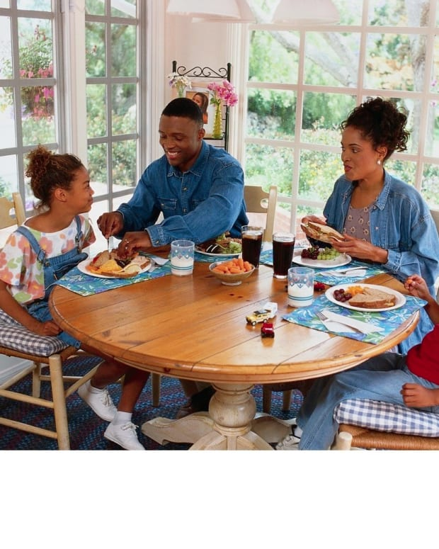 family-dinner-table-manners-for-children