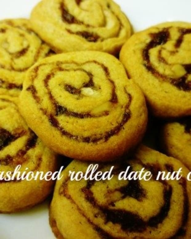 old-fashioned-heritage-cookie-rolled-cookies-with-dates-and-nuts