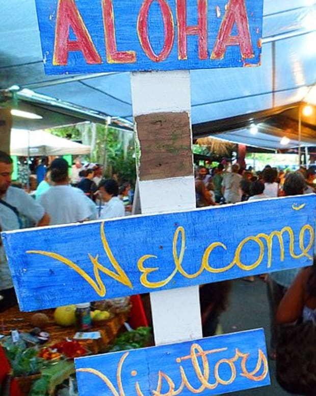 hidden-hawaii-the-festive-night-market-in-kalapana-on-the-big-island