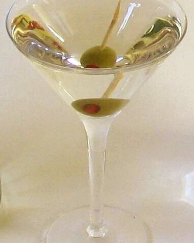 -making-the-perfect-retro-vodka-martini-step-by-step