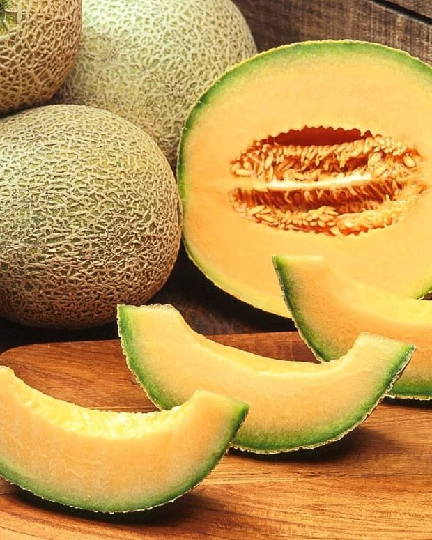 cantaloupe-a-nutritious-and-delicious-melon-with-edible-seeds